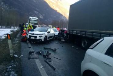 На обледенілій дорозі в Італії зіткнулися 50 автомобілів (відео)