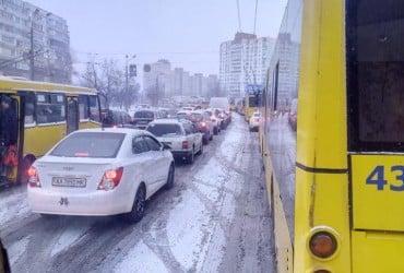 Через сильний снігопад Київ завмер в 9-бальних заторах (карта)