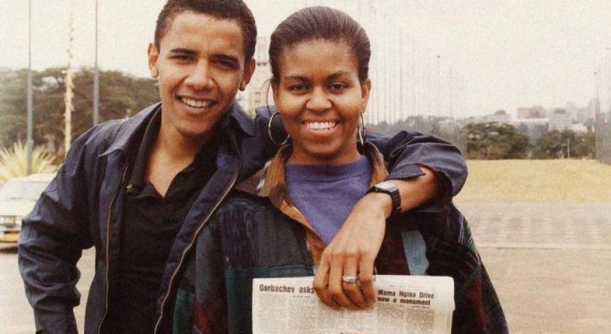 Барак Обама выложил семейное фото со статьей про Горбачева