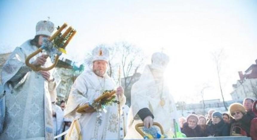 Близько тисячі тернополян взяли участь у міжконфесійному водосвятті з нагоди Водохреща (фото)