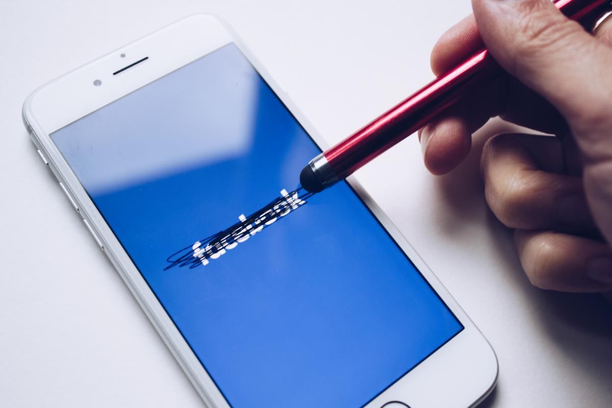 Facebook не уточнив, які саме особисті дані були доступні / фото flickr.com/bookcatalog