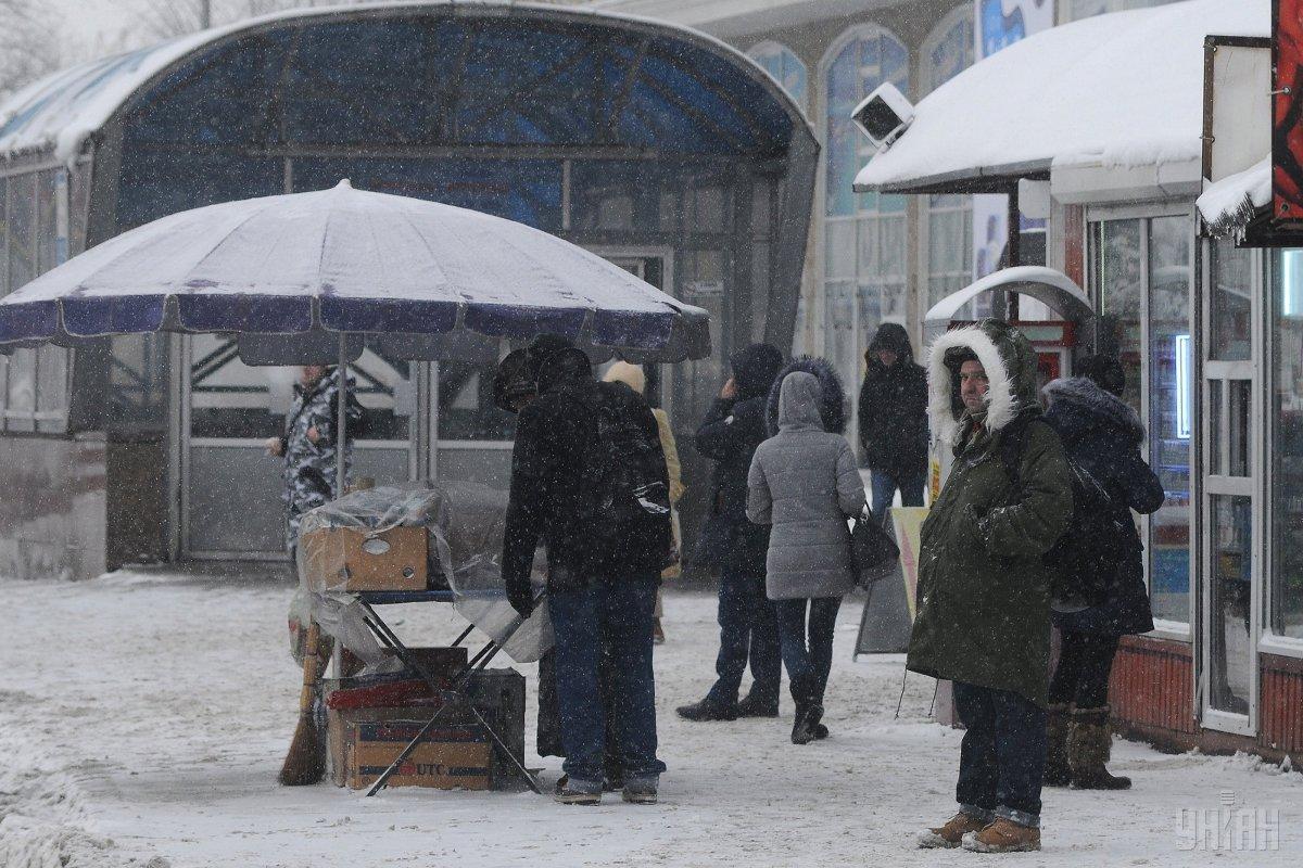 В Киеве в районе станции метро Лукьяновская возле МАФов нашли тело мужчины / фото УНИАН