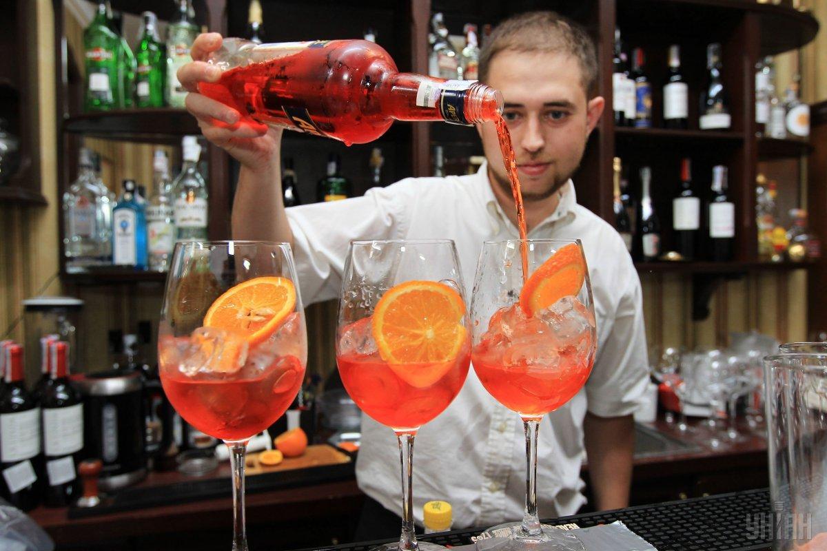 В среду 6 января - Международный день бармена / фото УНИАН