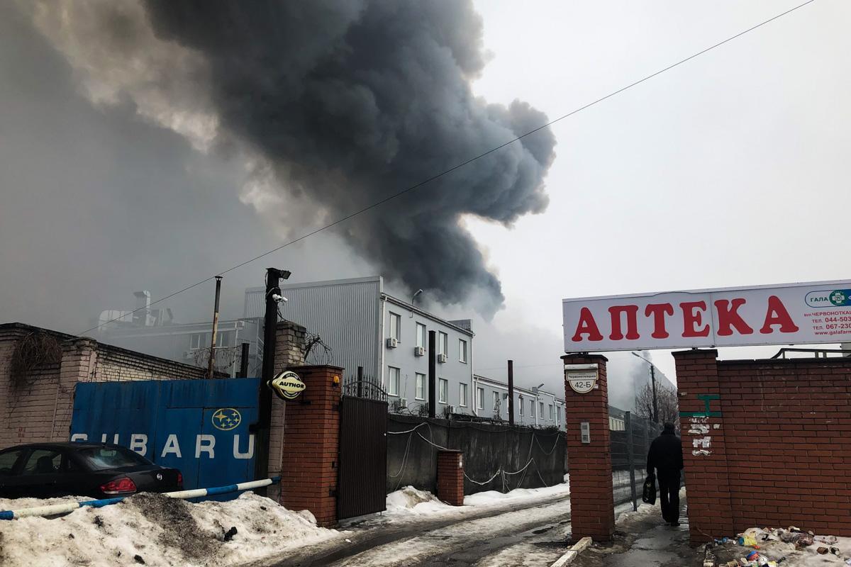 К тушению пожара привлечены 96 человек и 23 единицы техники ГСЧС \ Информатор