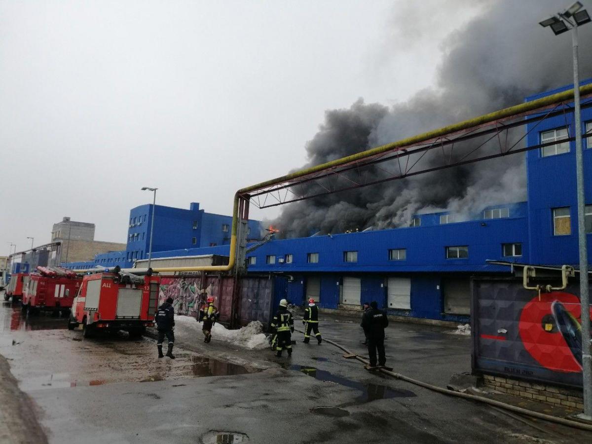 Пожар на складах в Киеве распространился на 7 тысяч квадратных метров / фото ГСЧС