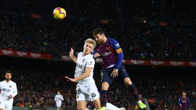 Барселоне не хватило для победы двух голов Месси / laliga.es