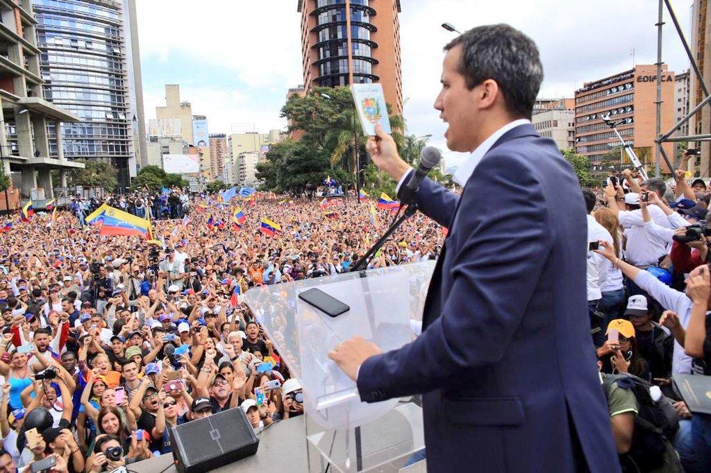 35-летний Хуан Гуайдо в прошлом месяце объявил себя временным президентом Венесуэлы / фото twitter/jguaido