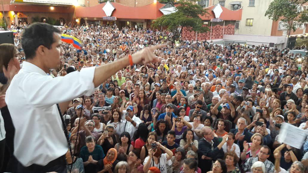 Гуайдо планирует возглавить протесты против главы Венесуэлы Николаса Мадуро / фото twitter/jguaido