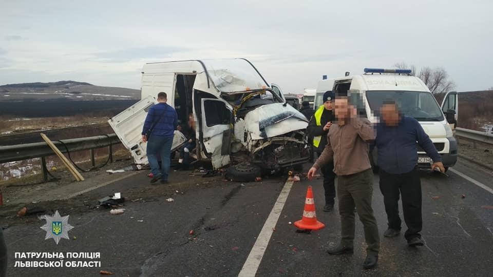 Трасса Киев-Чоп временно заблокирована / фото facebook / Рыбий