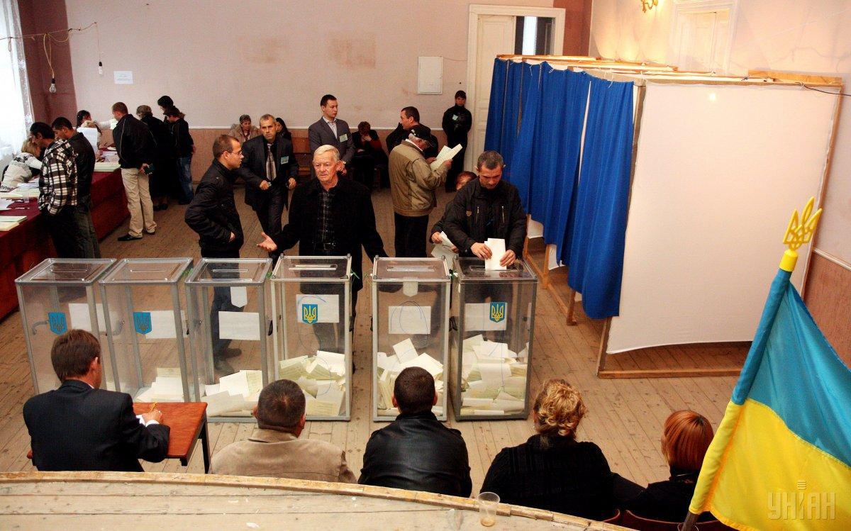По данным соцопросов, победы любого из кандидатов в первом туре ожидать не стоит / фото УНИАН