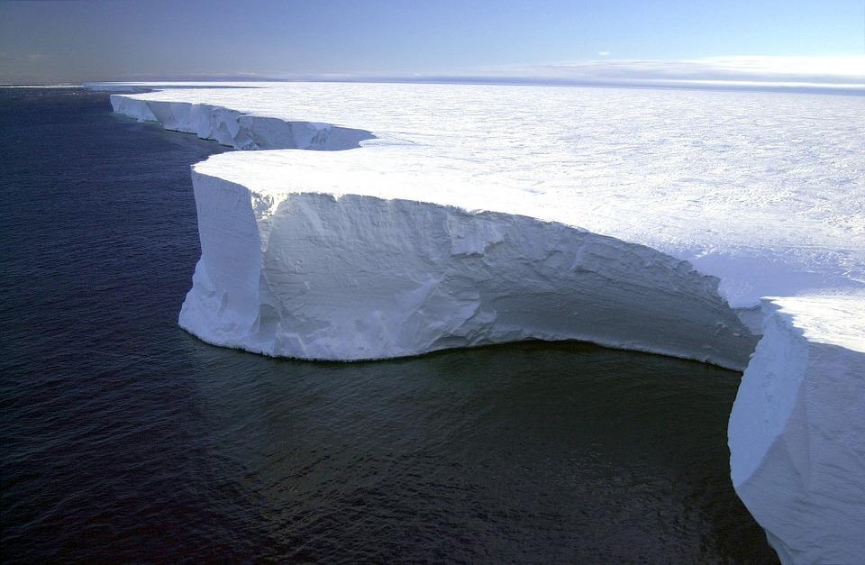 Нналичие большой полости под ленником играет важную роль в таянии ледников \ Pixabay