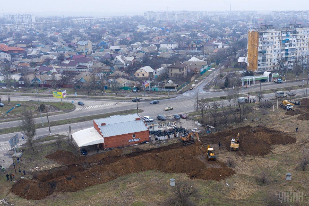 Стены вырытой траншеи начали осыпаться, и возникла угроза обрушения грунта / фото УНИАН