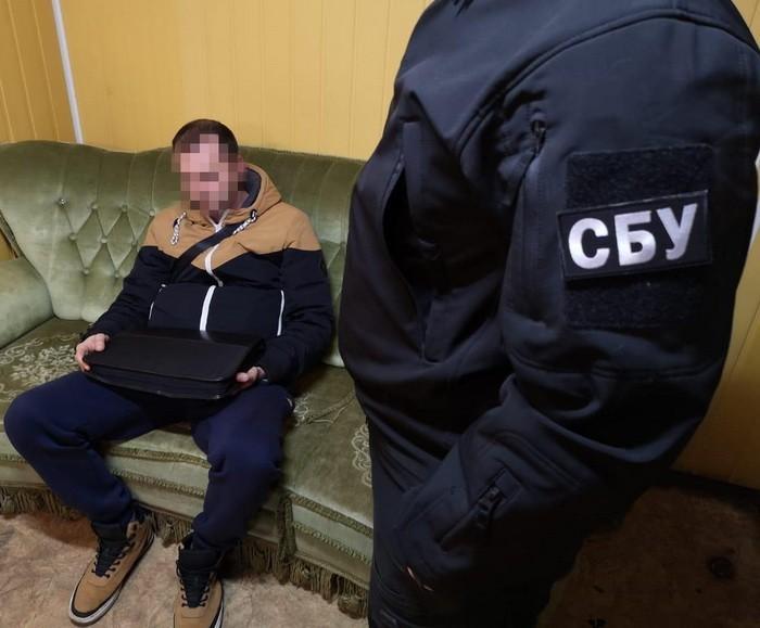 Злоумышленник хотел вернуть конфискованные на таможне 160 коробов сигарет / фото ssu.gov.ua