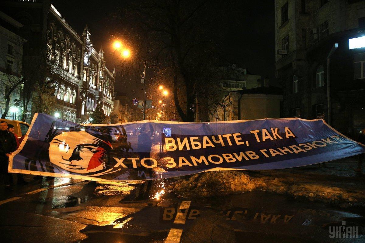 В горсовете Херсона состоялась акция протеста против переименования улицы Лютеранской в честь Гандзюк / фото УНИАН