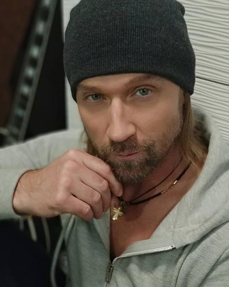 """Зараз Винник готує нову концертну програму під назвою """"Для мене ти - золота"""" / Instagram Олег Винник"""