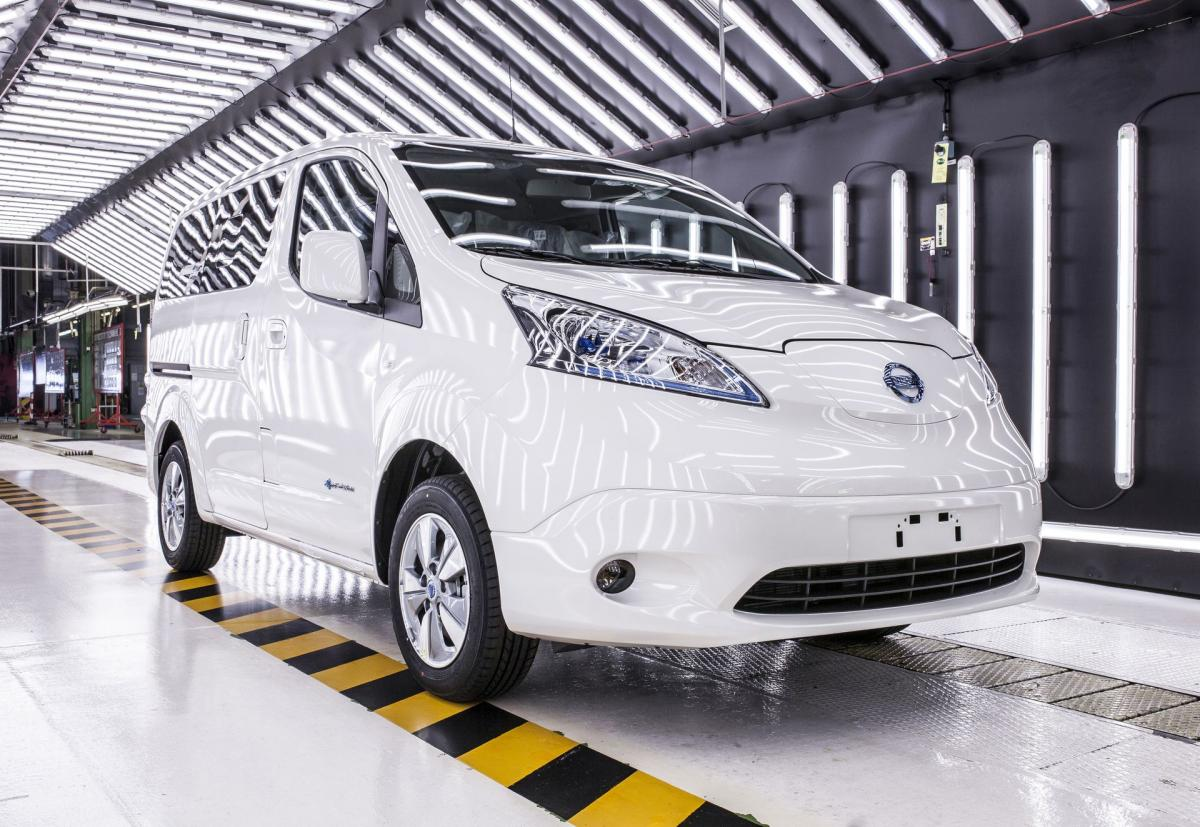 Nissan закроет производство дизельной версии минивэна NV200 в Барселоне / фото insideevs.com