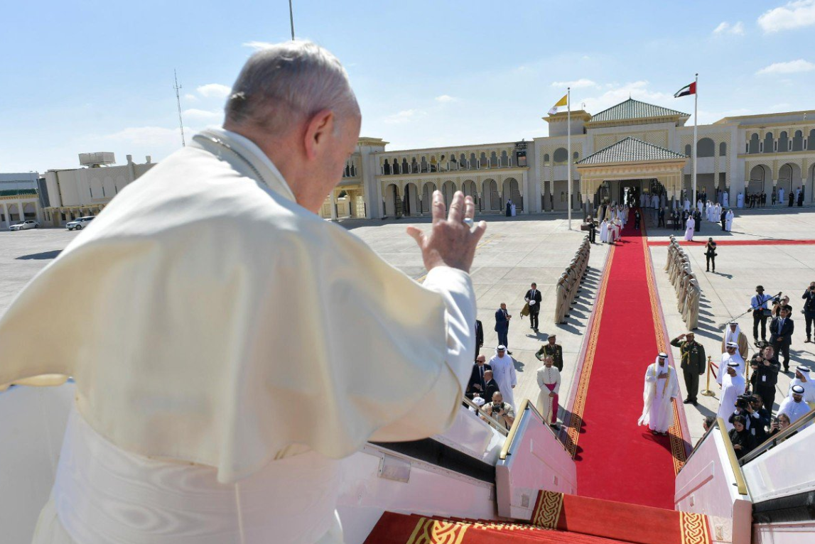 Папа римский впервые отслужил мессу на Аравийском полуострове