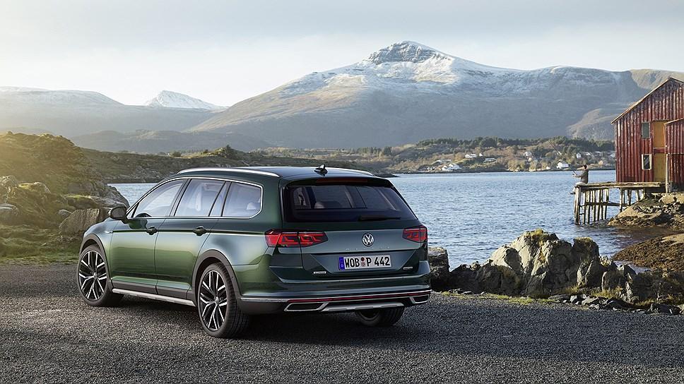 Машина получила новое оформление задней части \ Volkswagen Passat Alltrack. Фото: Volkswagen