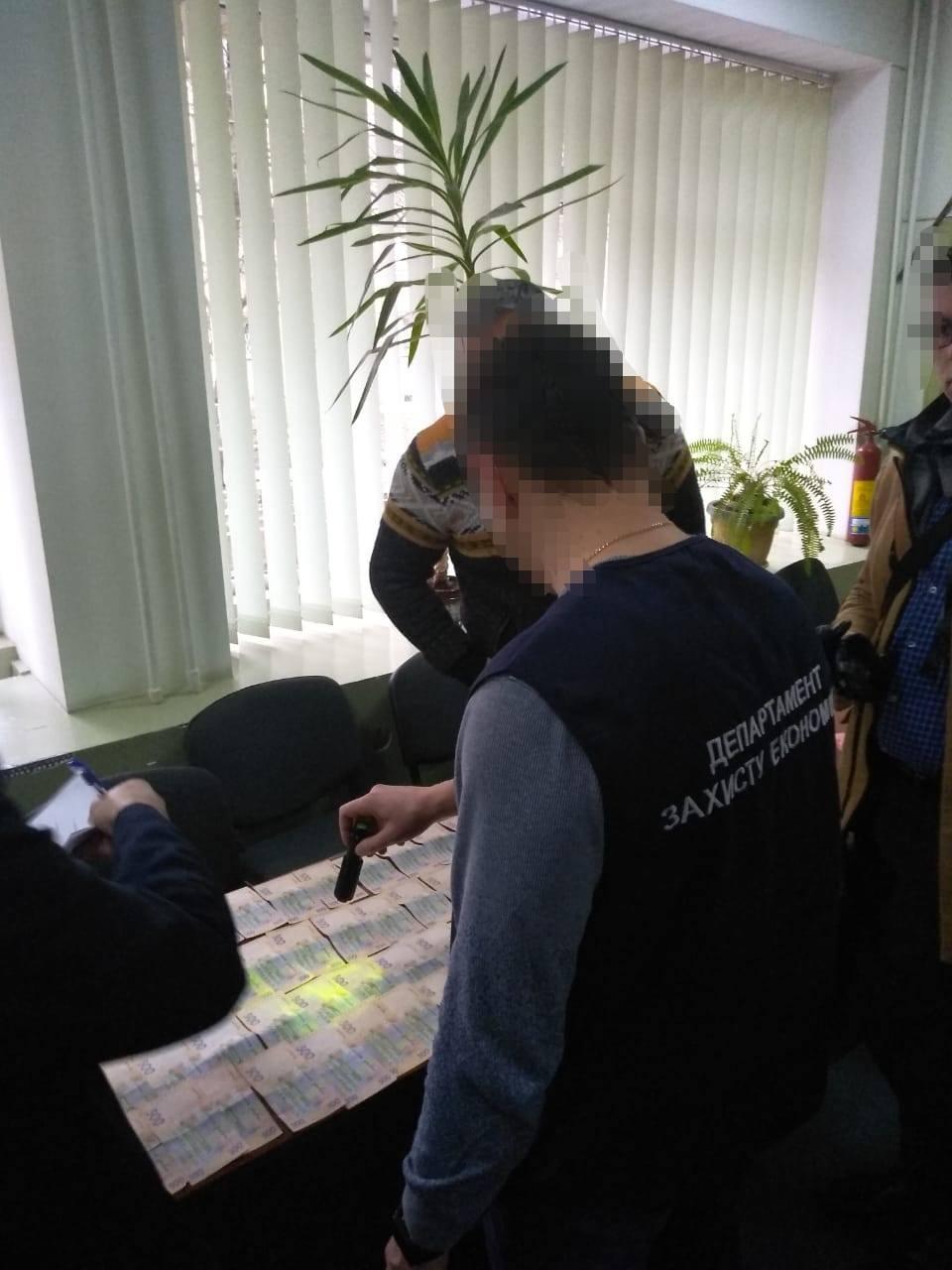 Задержанные вымогали у предпринимателя 28 тысяч гривен / фото Facebook: Светлана Добровольская