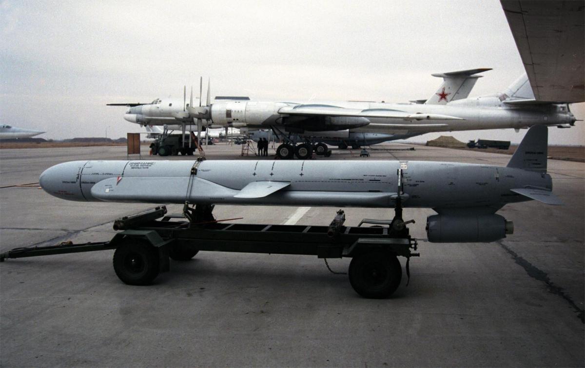 Иран скопировал советские крылатые ракеты Х-55, способных нести ядерные боеголовки / vpk-news.ru