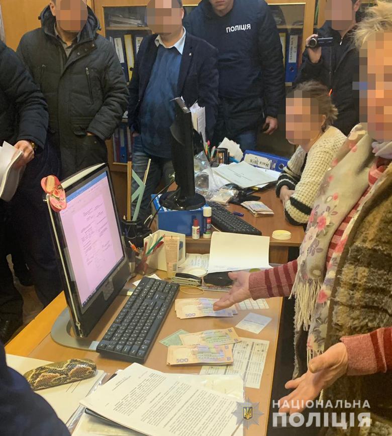 Чиновница требовала от заявителя 190 тыс. гривень / фото kyiv.npu.gov.ua