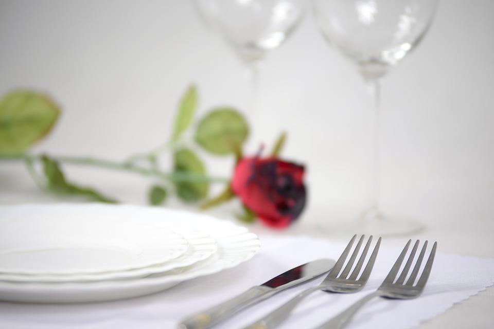 Романтична вечеря — ваш варіант / фото Pixabay