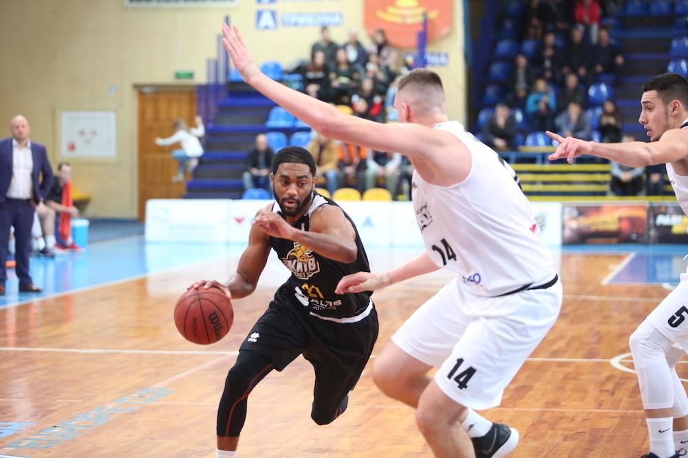 Киевляне выиграли три матча из четырех у черкасчан в рамках регулярного чемпионата Суперлиги / fbu.ua
