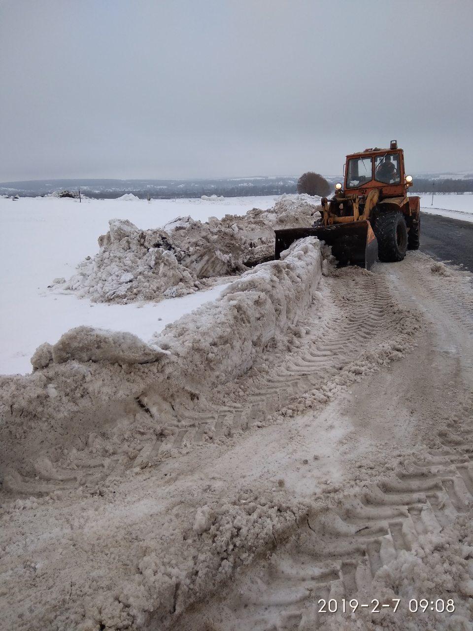 На Харьковщине трассы спасали от подтопления / фото kh.depo.ua