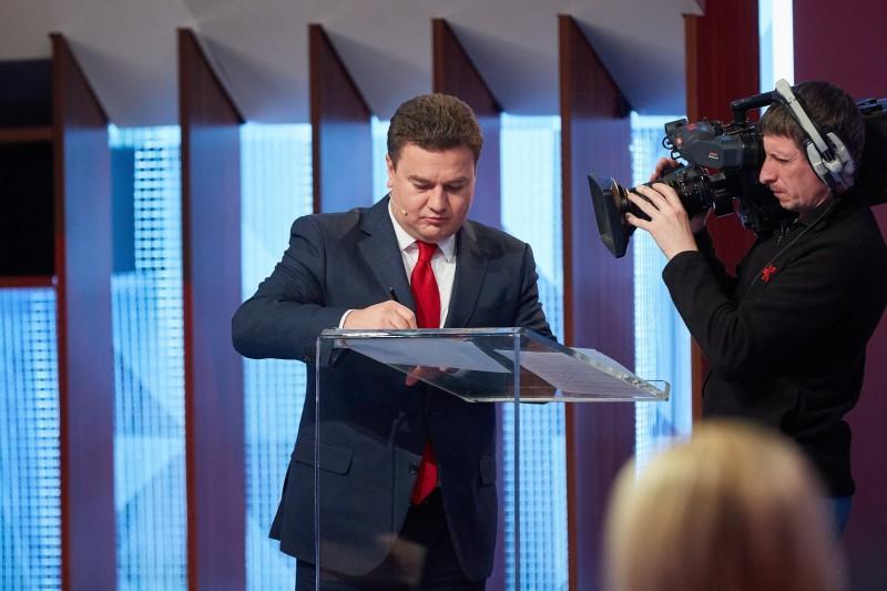 Кандидат в президенти Віктор Бондар підтримав Декларацію на захист свободи слова під час виборів / Фото vidrodzhennya.org.ua