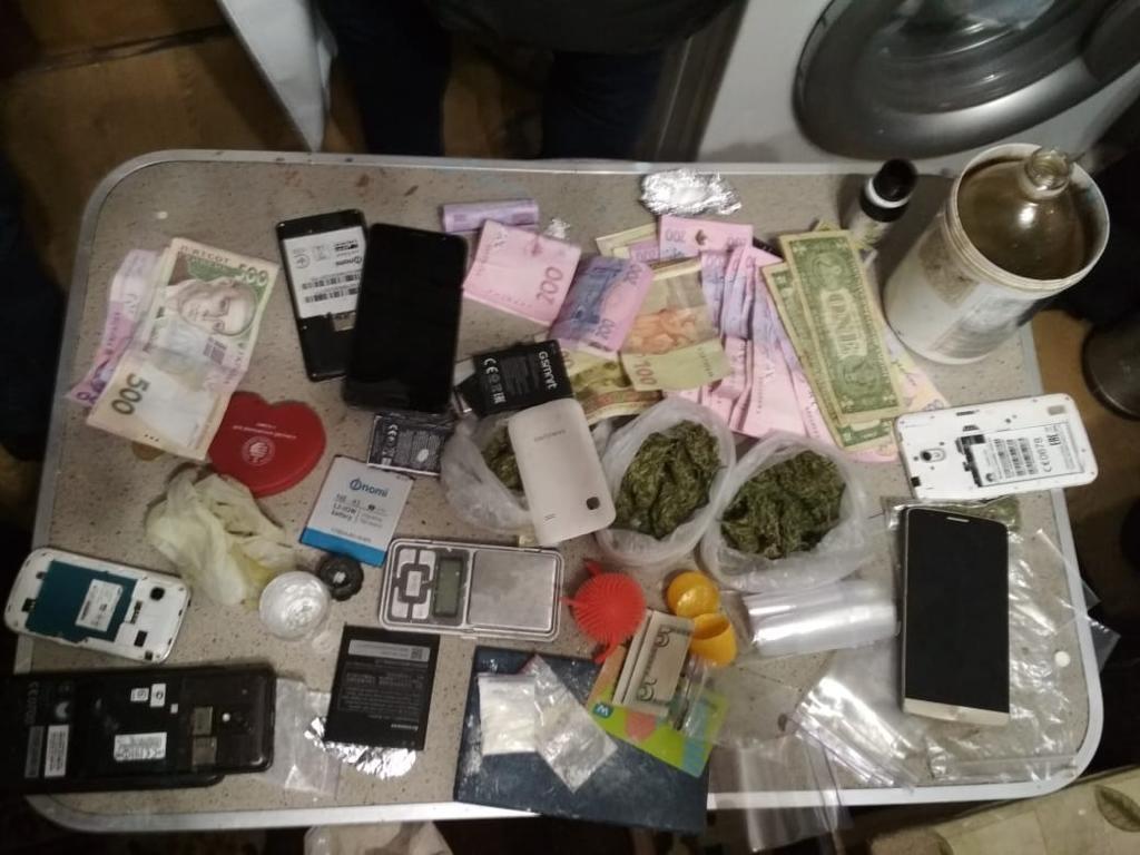 У квартирі оперативники виявили нарколабораторію / фото kyiv.gp.gov.ua