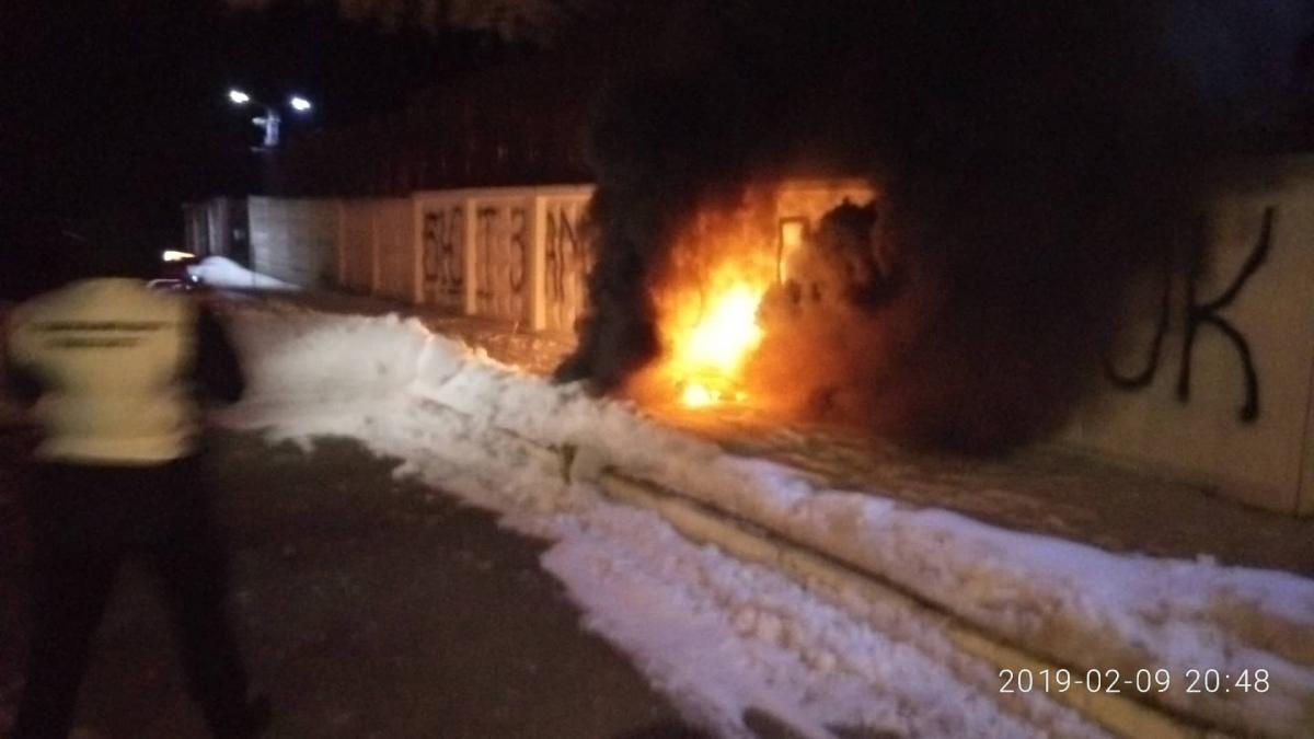 Вдень поліцейські затримали і побили активістів / фото УНІАН
