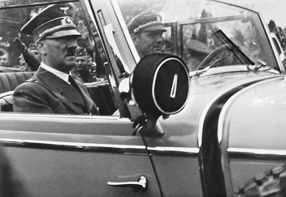 Картины Гитлера не смогли продать на аукционе / фото wikipedia.org/Josef Gierse