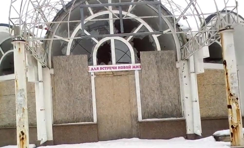 """Деякі магазини стоять з розбитими вікнами / """"Донецькі новини"""""""