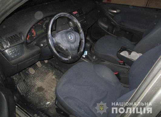 Машину нашли в гараже, принадлежащем матери одного из злоумышленников / фото пресс-служба полиции