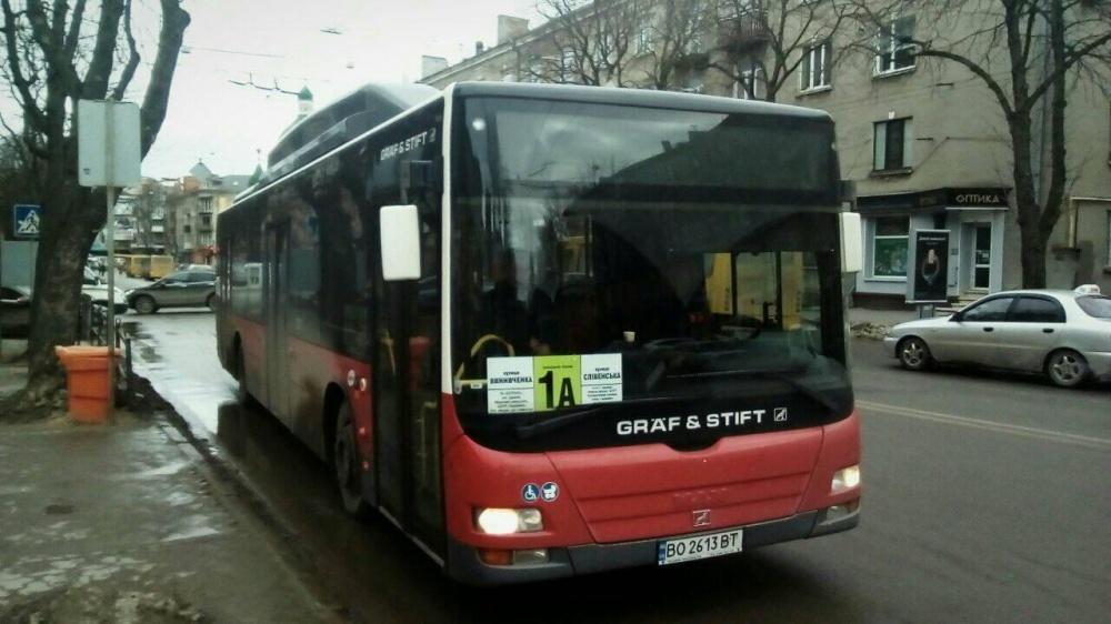Великогабаритні автобуси вміщують понад 80 пасажирів / фото УНІАН