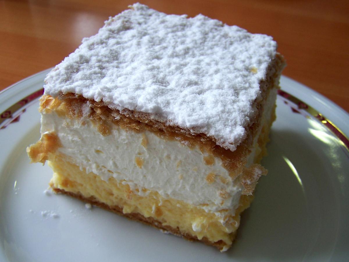 """Торт """"Наполеон"""" готується з листкового тіста з кремовою прошарком \ sl.wikipedia.org"""
