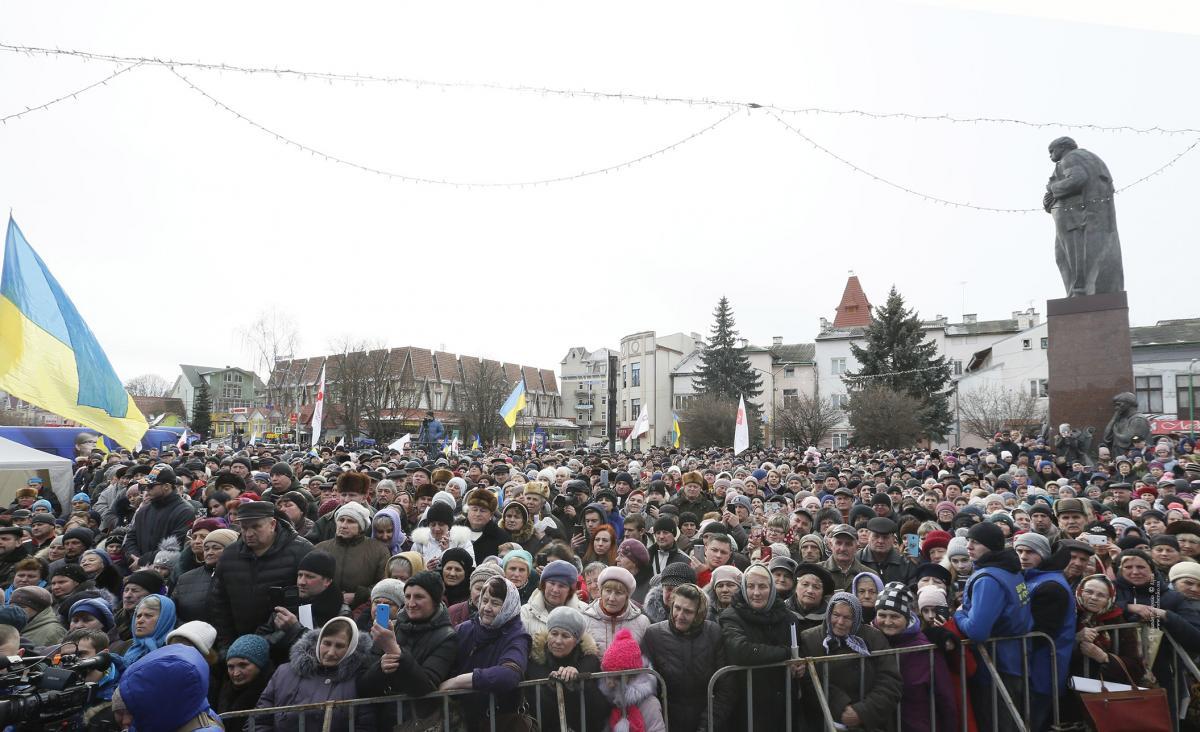 Чиний президент Петро Порошенко значно відстає від лідерів електоральних симпатій / Photo by Alexander Prokopenko
