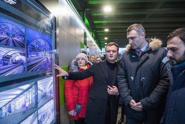 Кличко перевірив оновлену станцію швидкісного трамваю / фото kiev.klichko.org