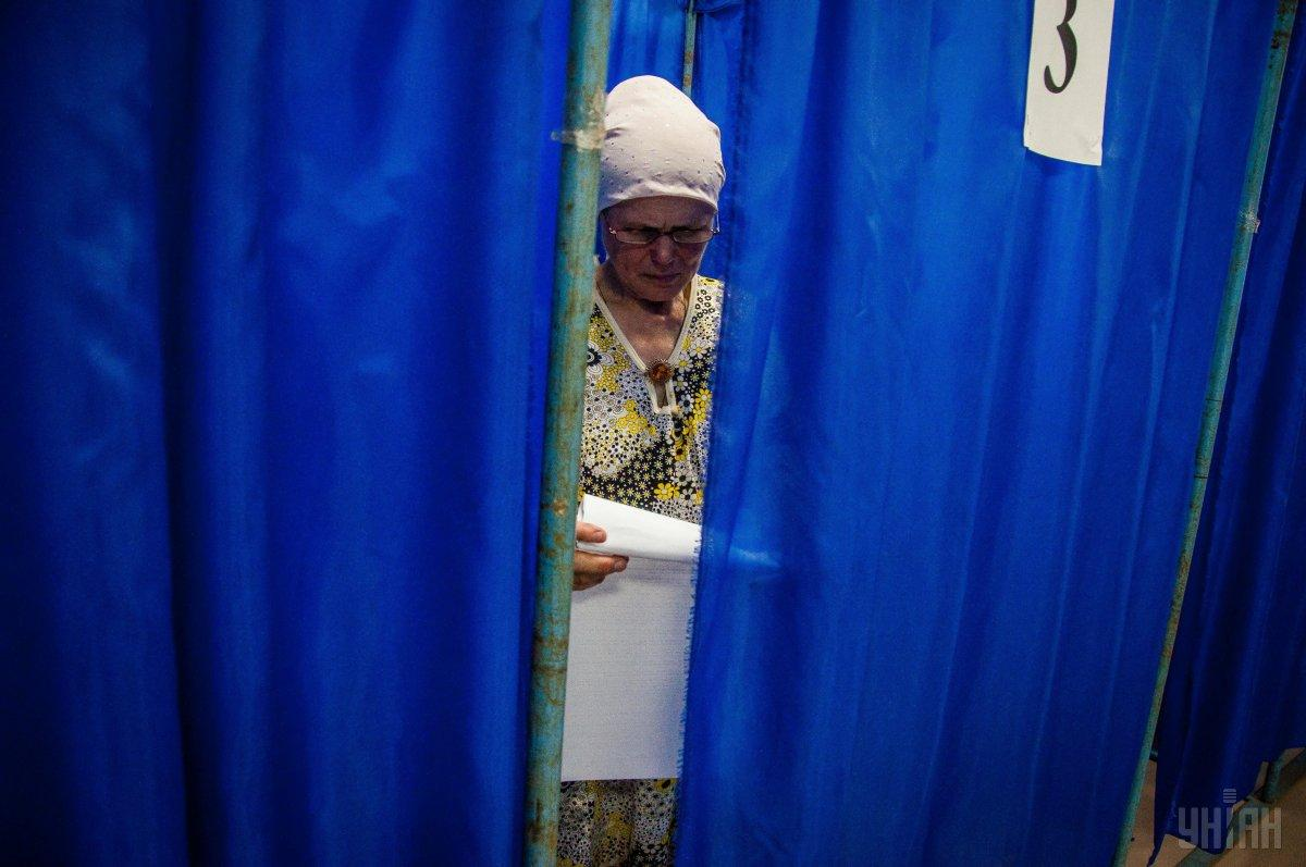 Наблюдатели ОПОРЫ следят за соблюдением всех избирательных процедур / фото УНИАН