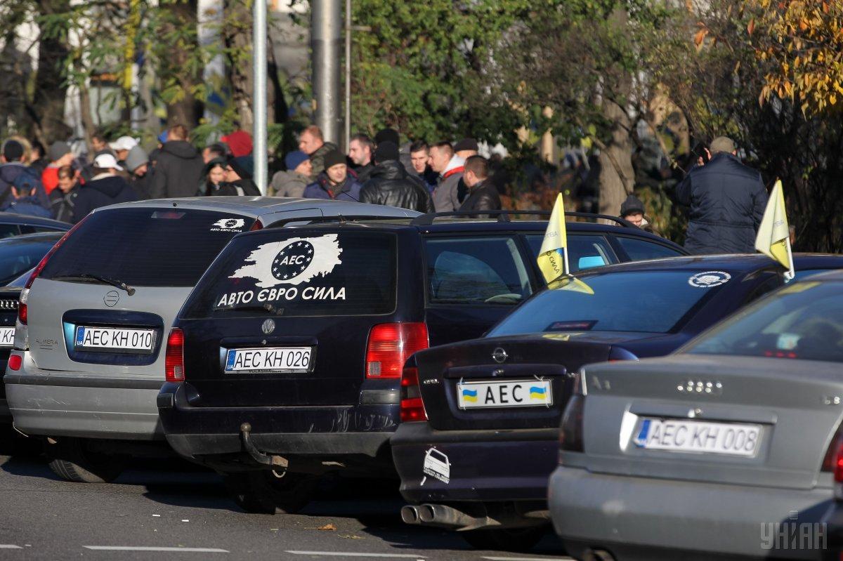 Авто на еврономерах можно растаможить по-новому / фото УНИАН