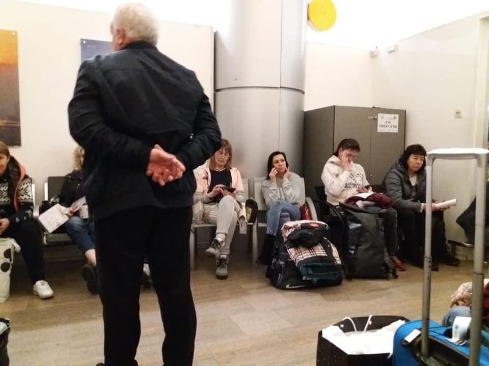 Українців утримували в аеропорту протягом п'яти годин / фото facebook.com/wishnyakowa.anna
