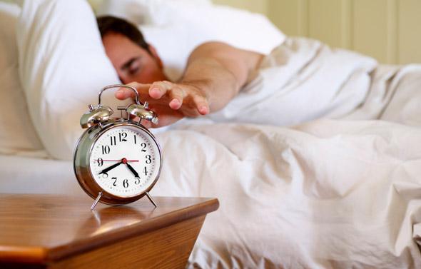 Эксперты советуют не включать свет после пробуждения среди ночи \ samorozvytok.info