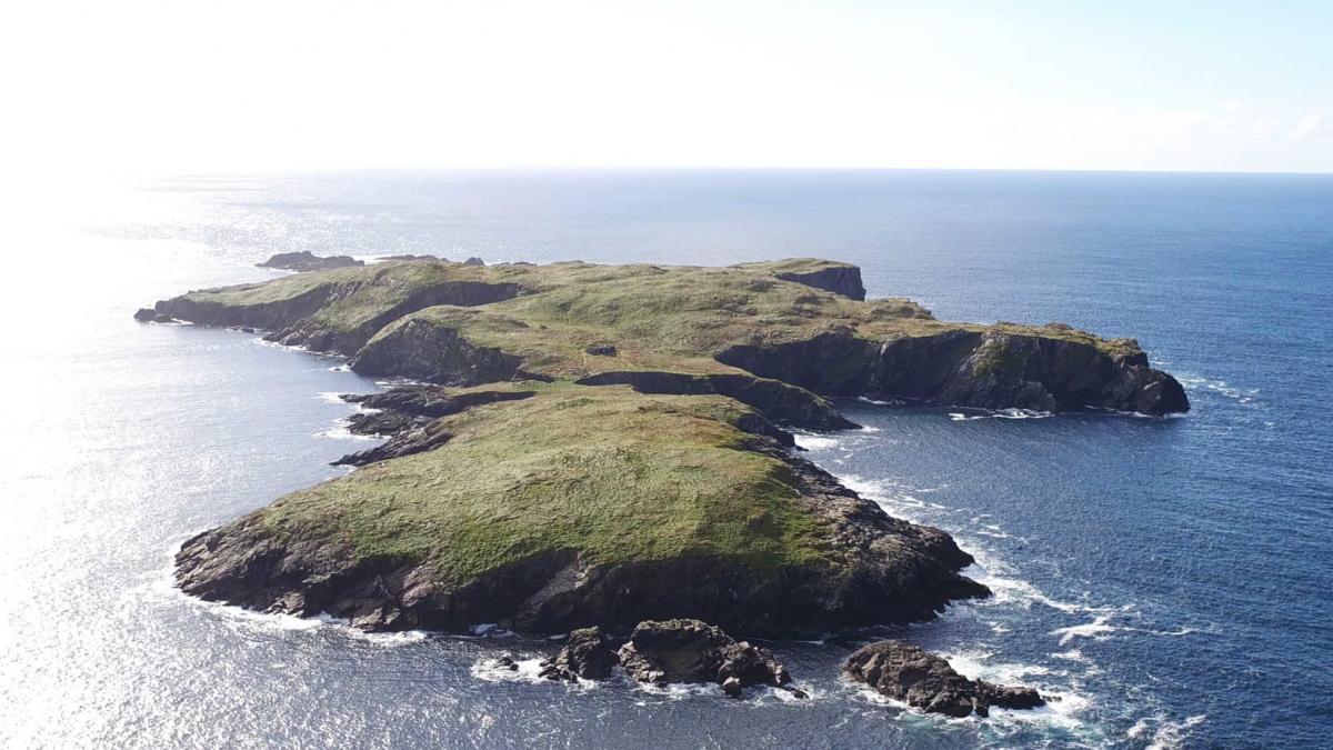Остров расположен в 3,2 км от региона Коннемара на западе Ирландии / фото edition.cnn.com