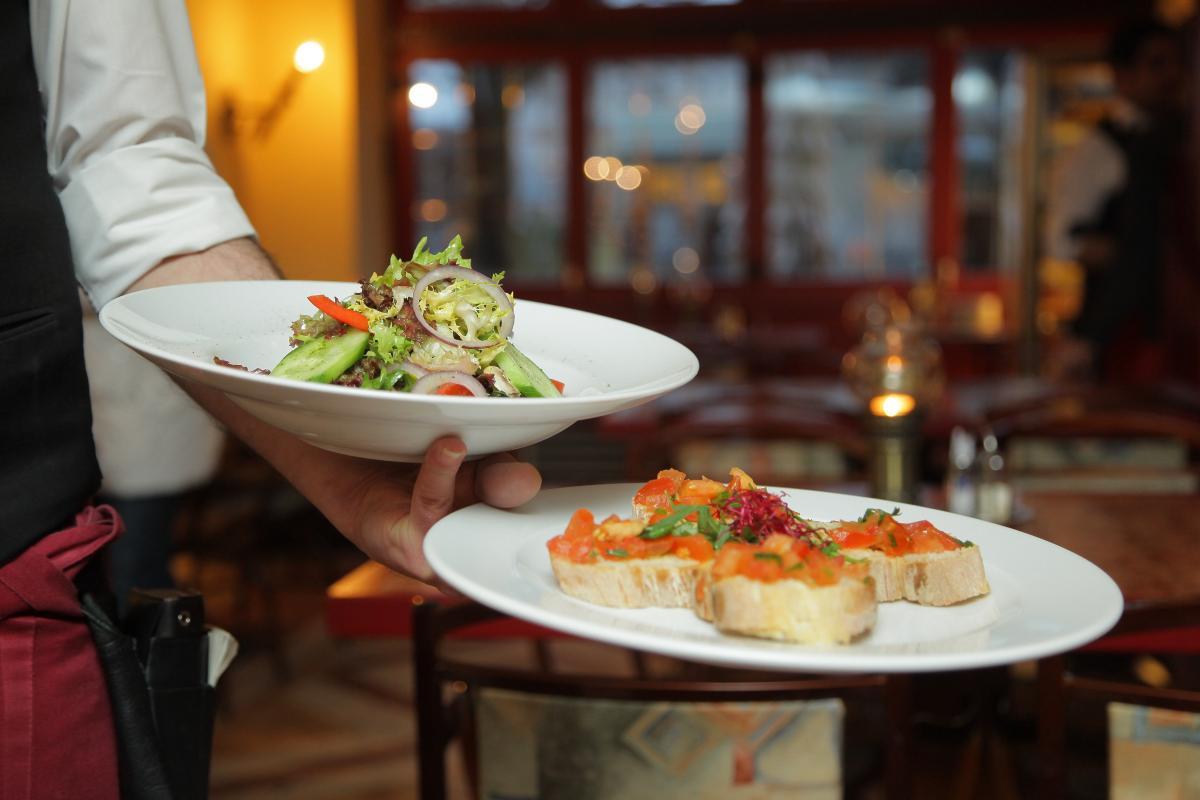 Сервис в маленьких ресторанах не на высшем уровне / Фото pexels.com