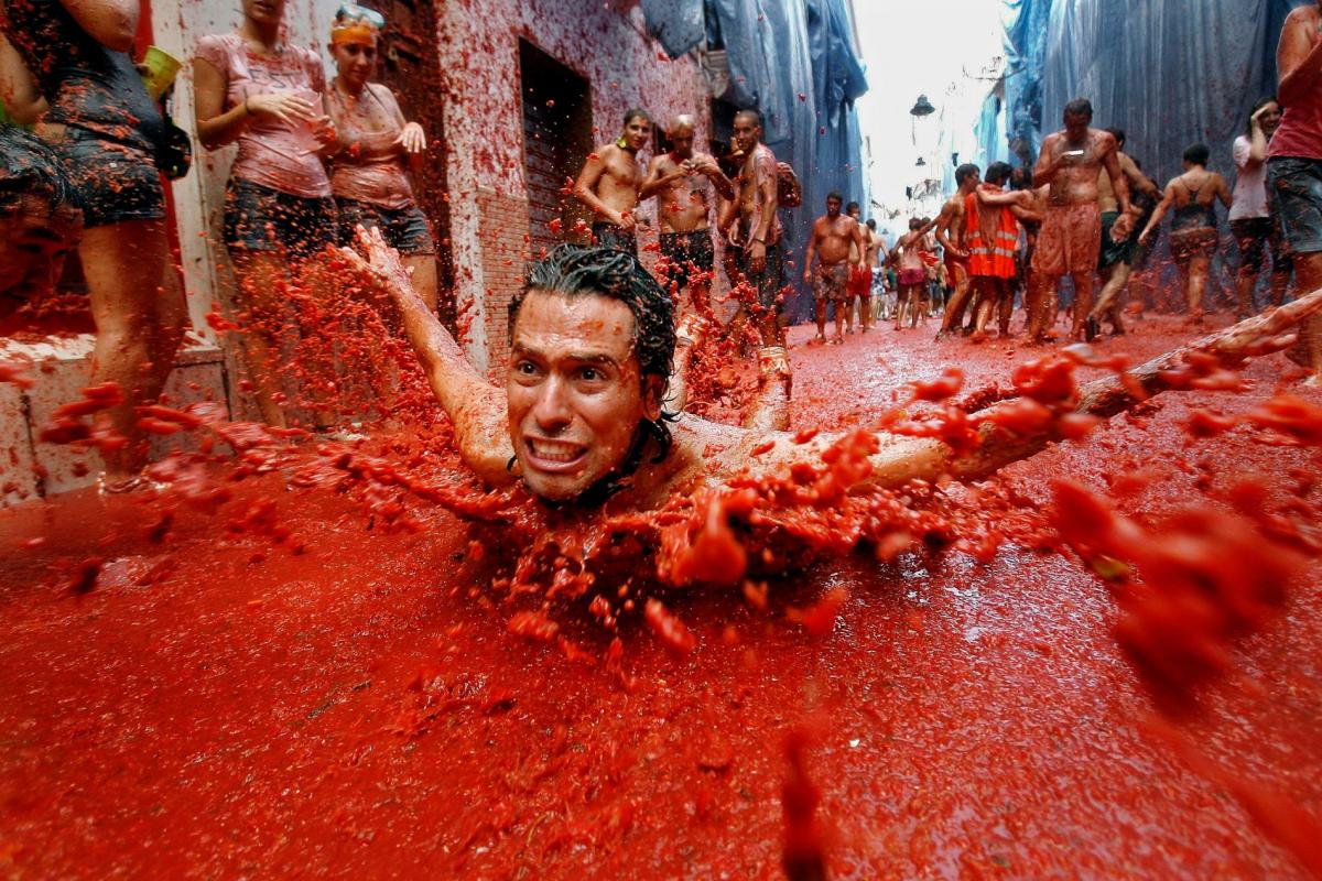 Фестиваль La Tomatina в городе Буньйоле / Фото nationalgeographic.com