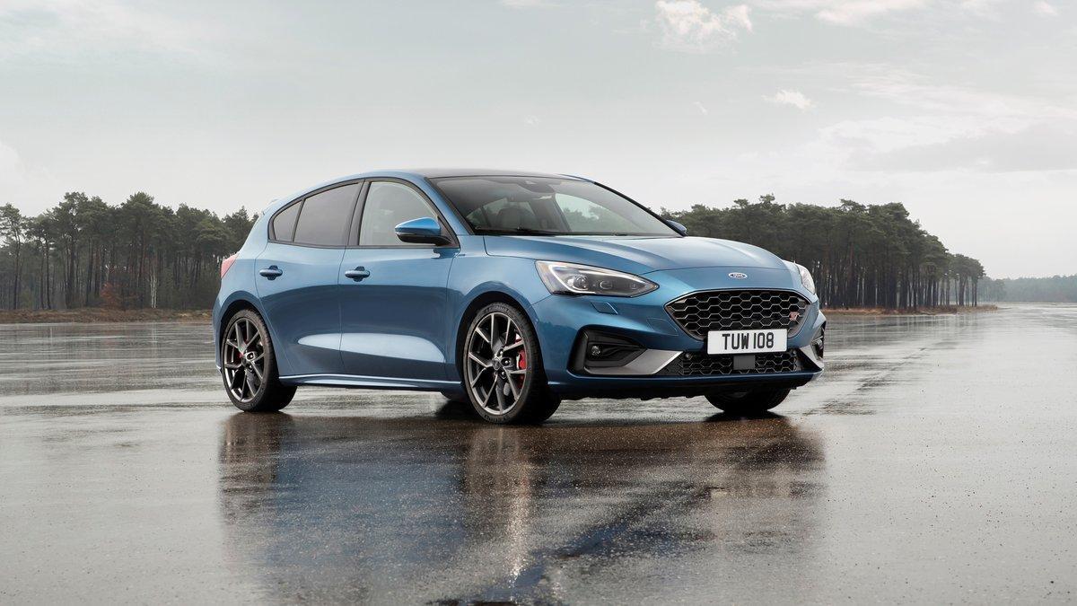 Автомобиль получил версии с бензиновым и дизельным моторами / фото drive.com.au