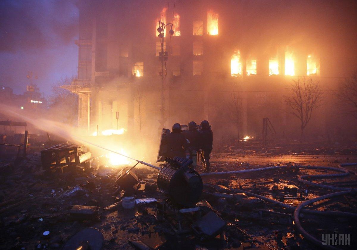 Будинок профспілок загорівся в ніч на 19 лютого 2014-го / фото УНІАН