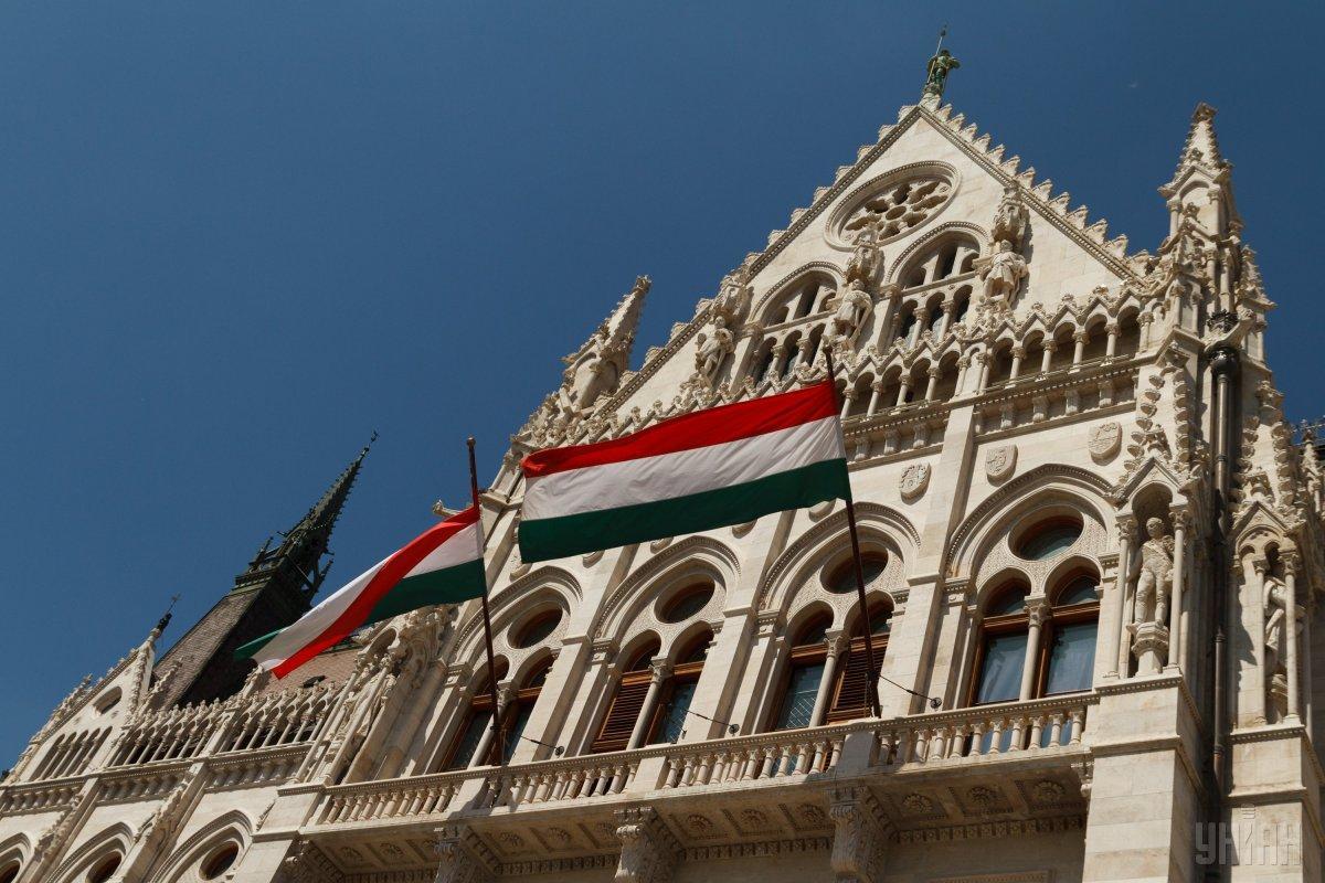 """Угорщина назвала """"молитвою"""" гімн, який співали депутати на Закарпатті / фото УНІАН"""