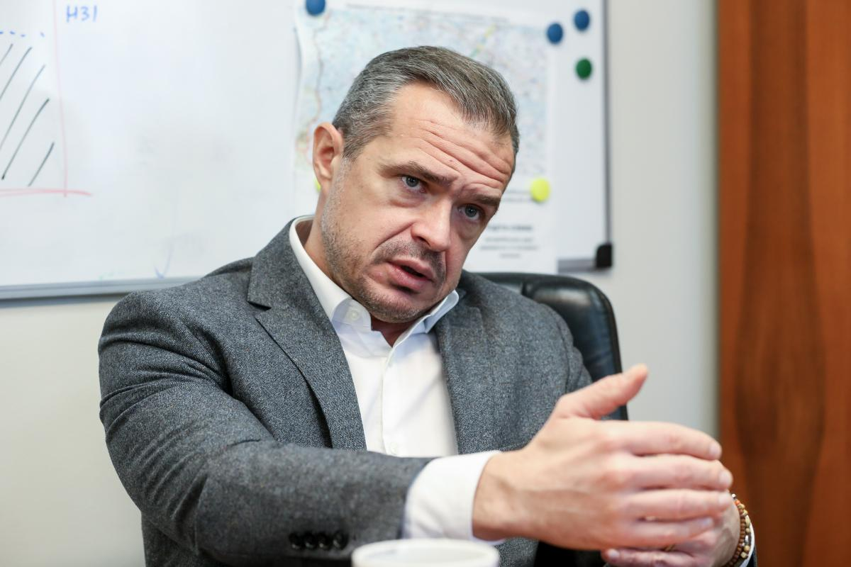 Новак розповів про плани по ремонту і будівництву доріг / фото УНІАН