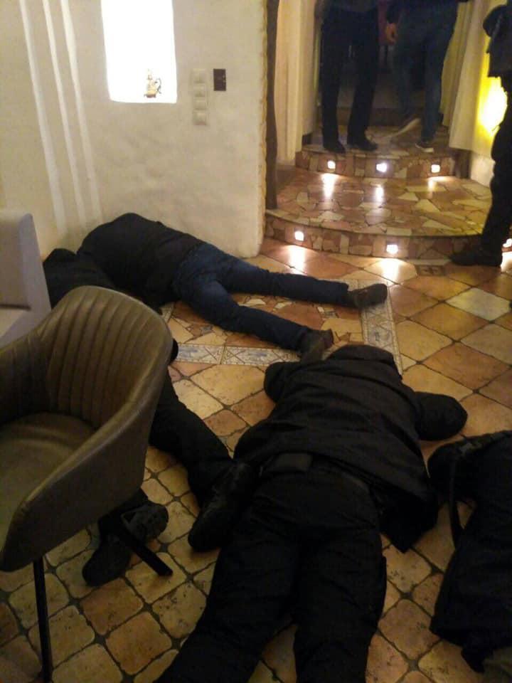 Вместе с задержанными криминальными авторитетами находились их сторонники / Фото: Facebook